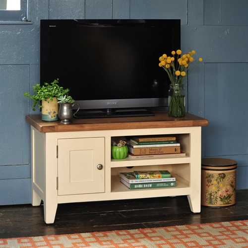 Cheltenham cream painted tv unit up to 40 v854 with free delivery the cotswold company for Cream painted furniture living room